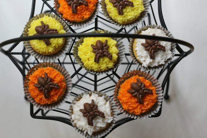 Spider Cupckakes on stand