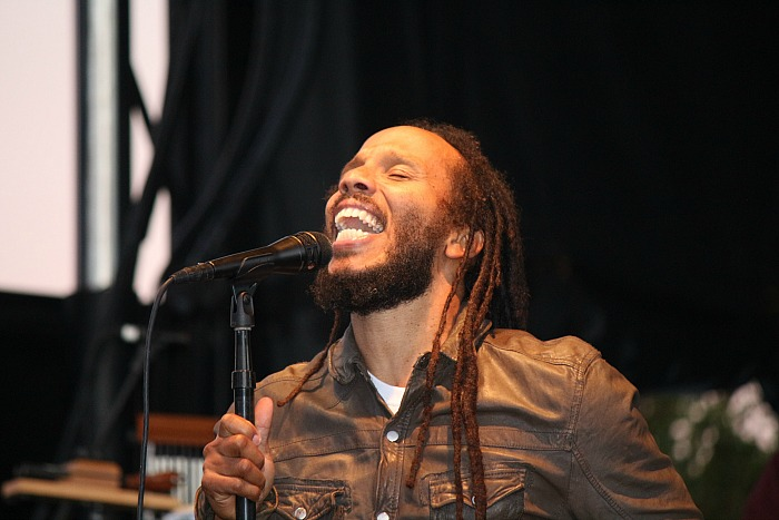 ziggy-marley-singing
