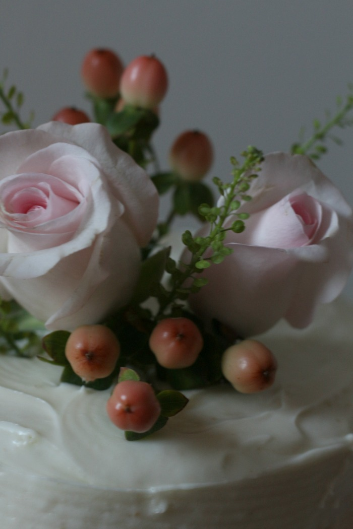 pink-roses-and-berries