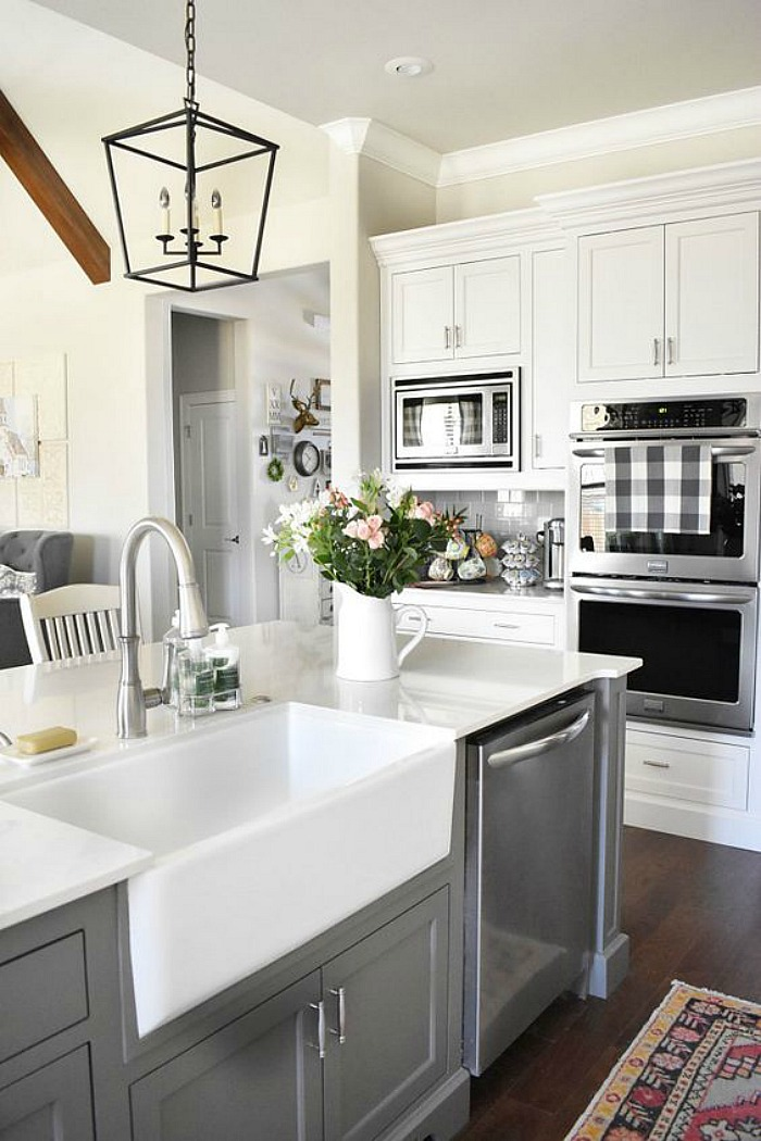 25 gorgeous kitchens with farmhouse sinks connecticut in - Farmhouse style kitchen cabinets ...