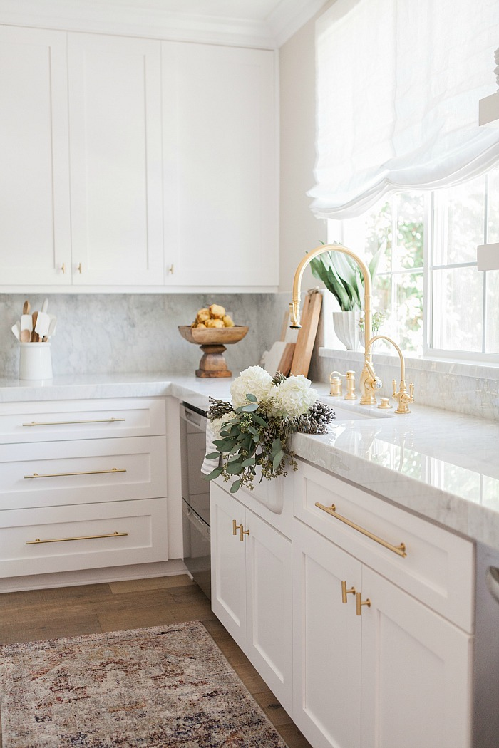 25 Gorgeous Kitchens with Farmhouse Sinks - Connecticut in ... on Luxury Farmhouse Kitchen  id=91622