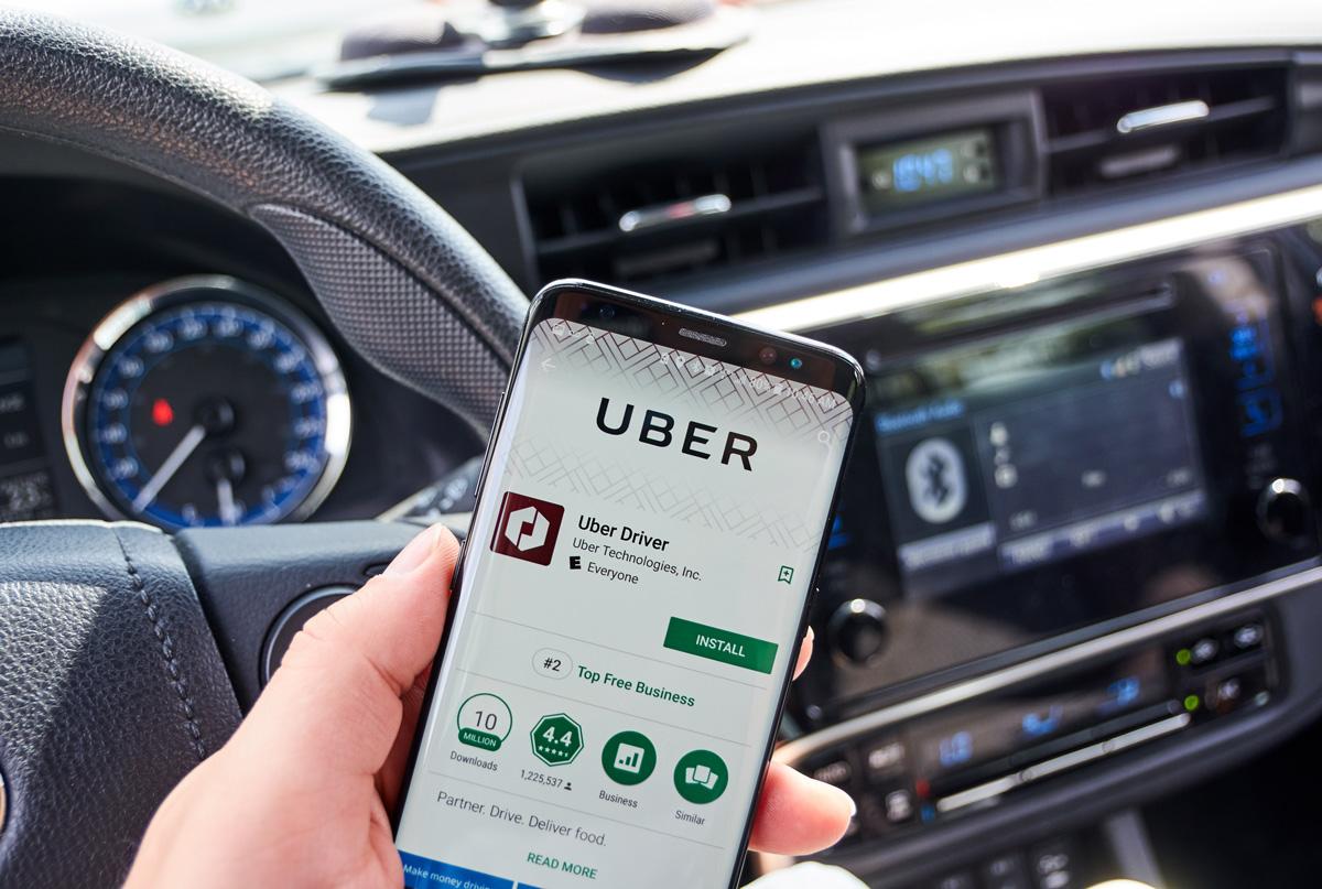 The Uber driver app on a Samsung smartphone. (dennizn vai shutterstock)