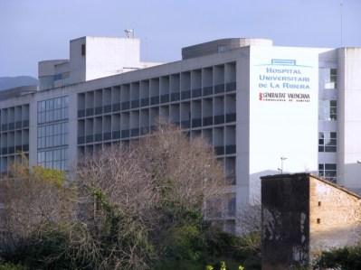 <p>Edificio principal del Hospital Universitario de La Ribera, en Alzira (Valencia)</p>