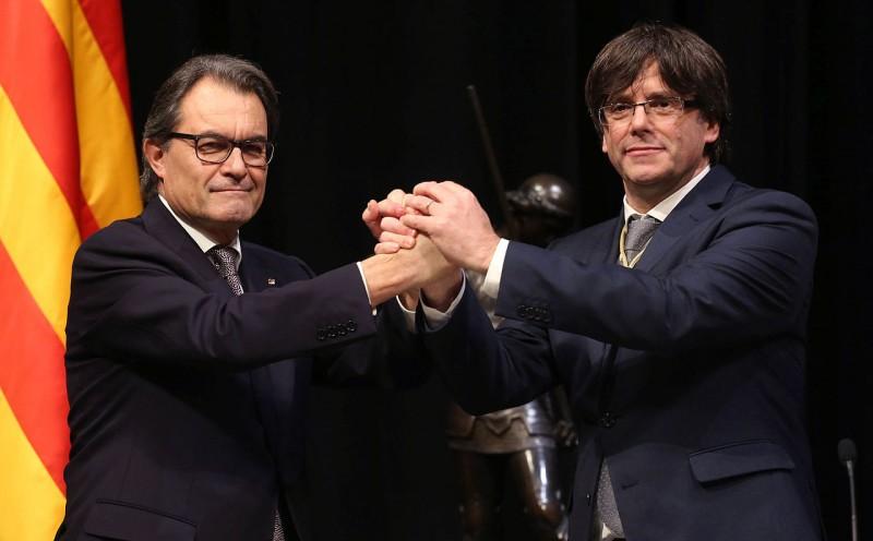 <p>Artur Mas y Carles Puigdemont en enero de 2016.</p>