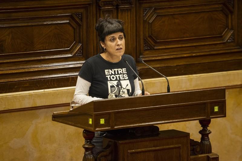 <p>La portavoz de las CUP, Anna Gabriel, durante su intervención en el pleno del Parlament el pasado 10 de octubre.</p>