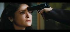 Salma Hayek a punta de pistola