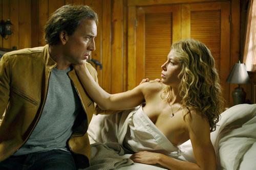 Jessica Biel y Nicholas Cage en la cama