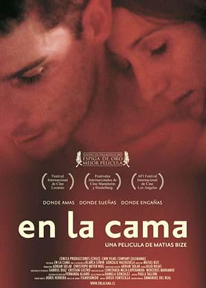En la cama cartel película chilena