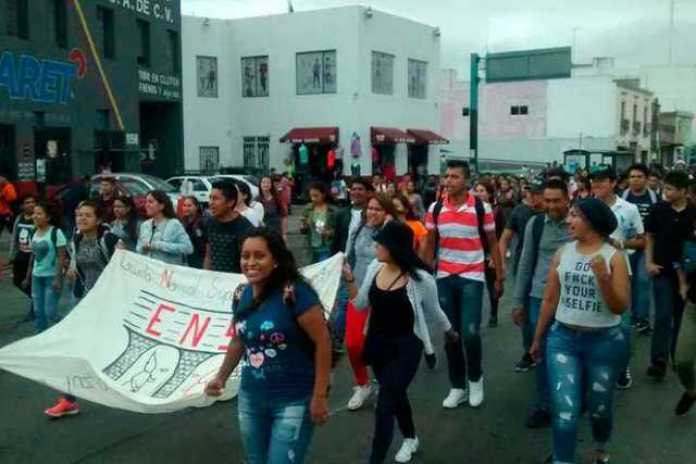 marcha-normalistas-Morelia-2
