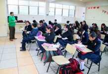 salon-de-clases-alumnos-escuela-maestro