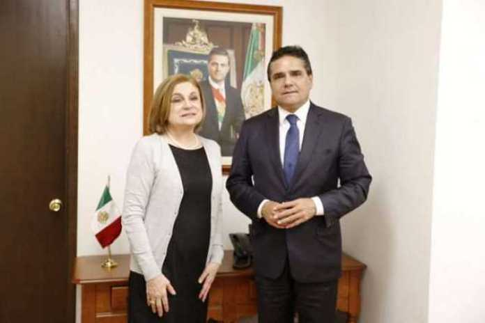 Arely Gomez Gonzalez y Silvano Aureoles