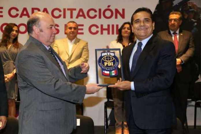 embajador de Chile Domingo Arteaga Echeverria y Silvano Aureoles
