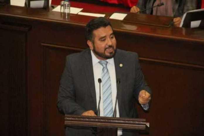 6 Erik Juárez
