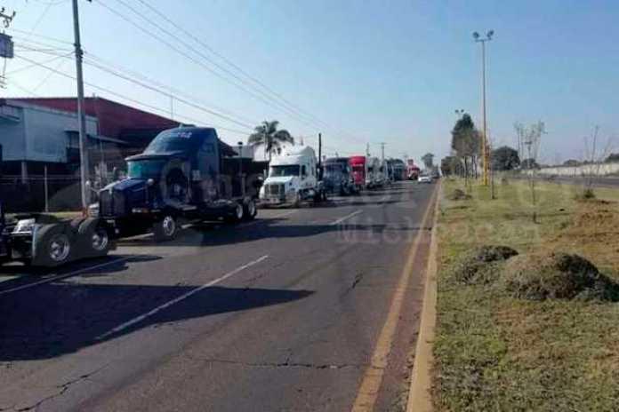 protesta transportistas aguacate Uruapan
