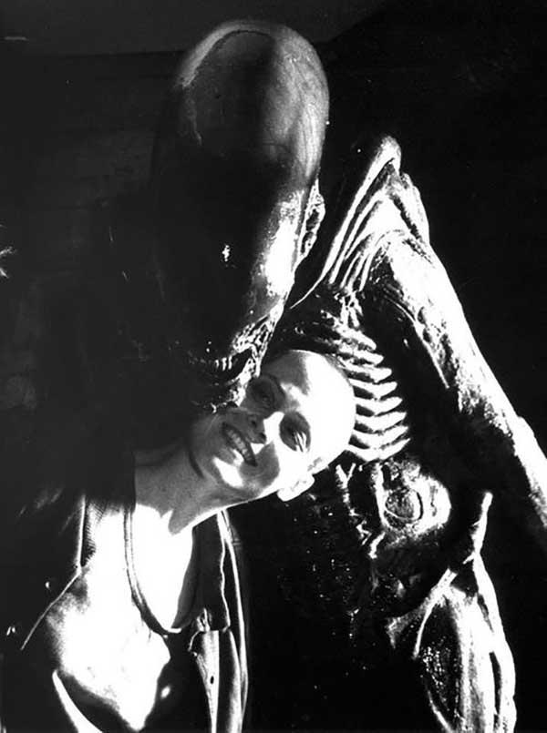 Sigourney-Weaver-on-the-set-of-Alien³.