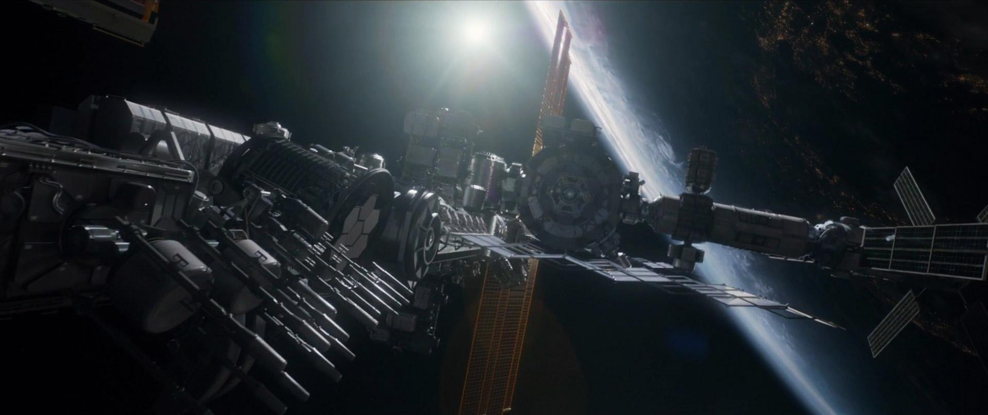 life-2017-movie-trailer-images-1.jpg