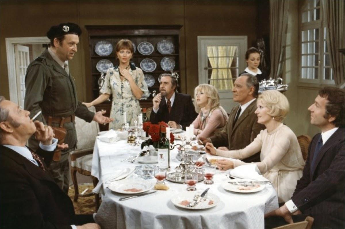 El-discreto-encanto-de-la-burguesia-cenando.jpg
