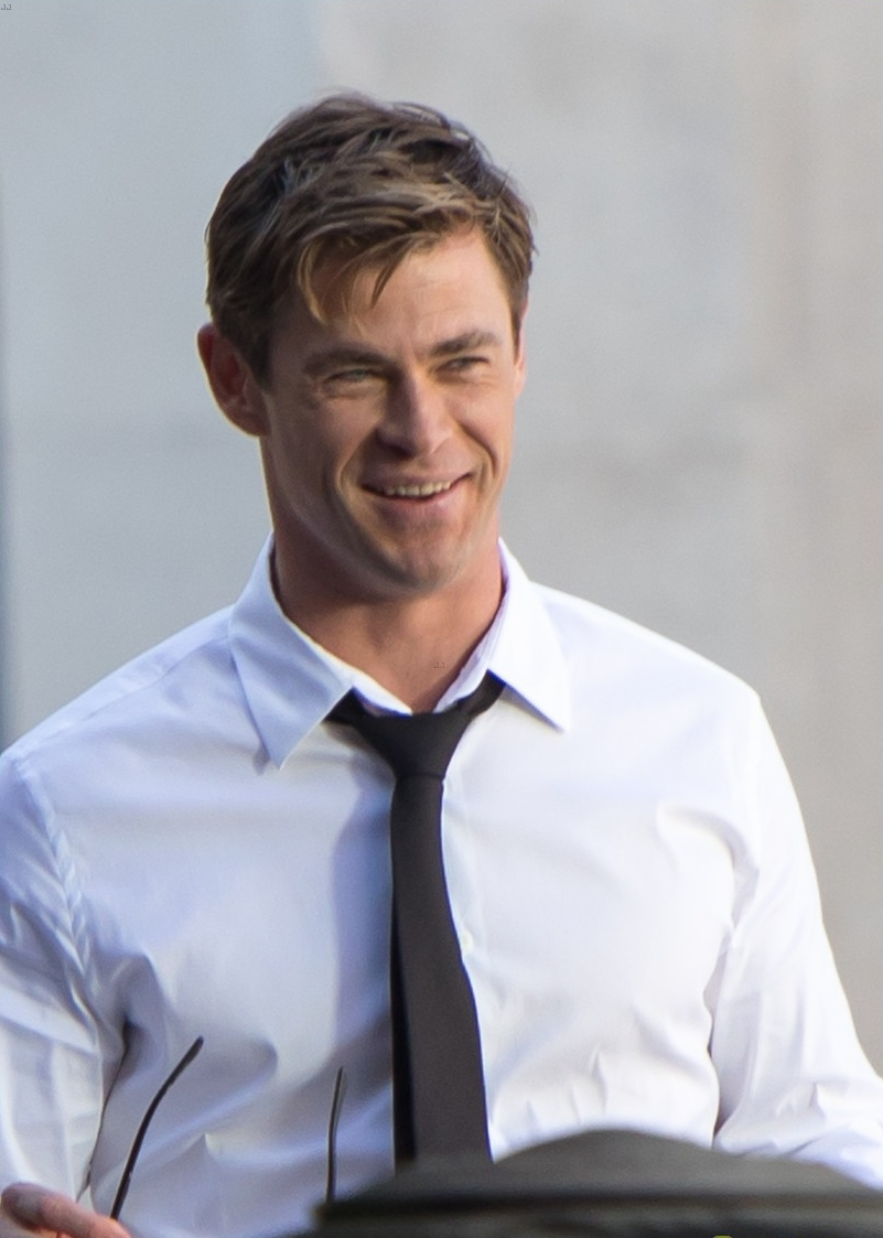 chris-hemsworth-films-men-in-black-4-10.jpg