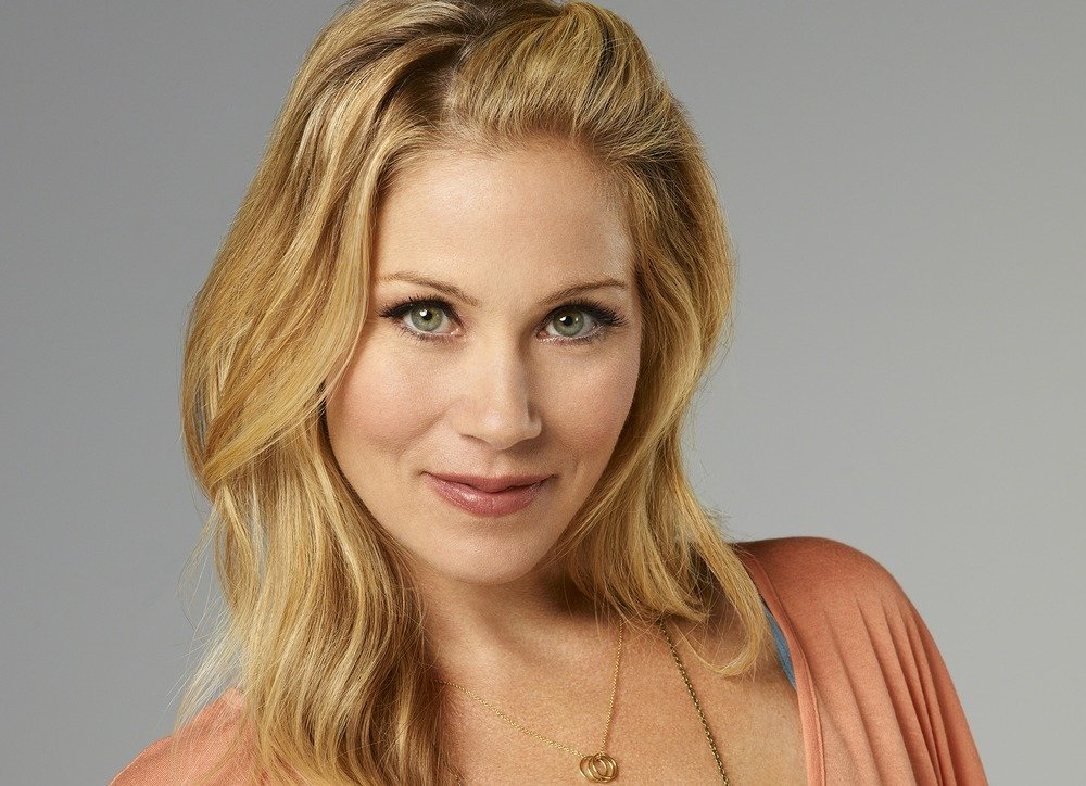 xChristina_Applegate.jpeg.pagespeed.ic.SK9G9O3hp0.jpg