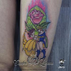 Tatuaje bella y bestia disney para mujer en madrid carabanchel cuatro lineas tattoo junto al metro oporto