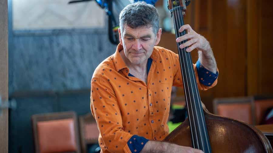 """Branko Arnsek - Bassist und musikalischer Leiter bei """"The Cuban Orquesta"""""""