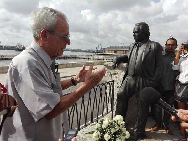 inauguran-estatua-de-nicolas-guillen-en-su-117-aniversario
