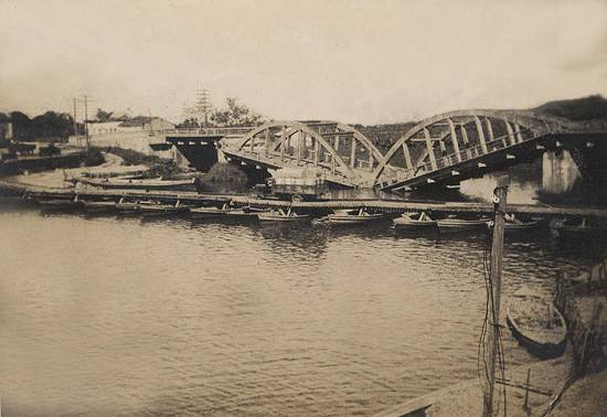 A ponte que quase afundou. cfoto007c
