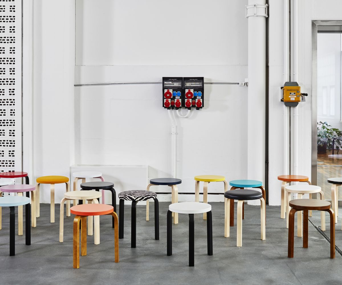 Stool-60-different-versions-Vitra-Showroom-Zürich-Artek