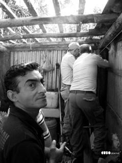 https://cubographic.wordpress.com/works/fotografia/reportage/lavori-al-tetto-della-baracca/