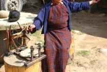 bhutan-bumthang-by-lindsey-weaver-spinning-yarn-2006