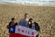 chile-con-con-by-isa-isa-students-at-beach-with-flag-2009
