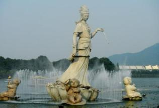 china-nanjing-kevin-peters-statue-in-nanjing