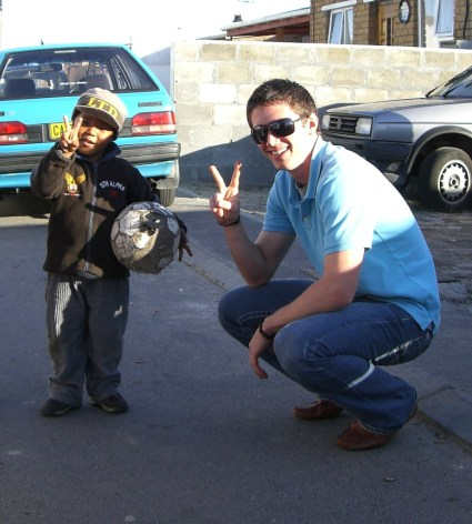 eesa-gs_photographer-unknown-student-and-young-boy-give-peace-signs