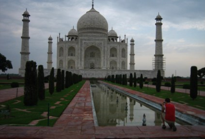 india-agra-by-lindsey-weaver-the-tourist-and-the-taj-20061