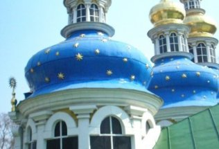 russia-st-petersburg-by-beryl-shereshewsky-church-in-a-monastery-2006