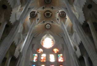 spain-barcelona-by-sarah-grimsdale-nave-of-sagrada-familia