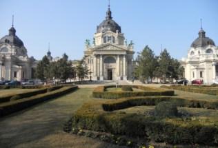 hungary-budapest-by-kelsey-lanning-szechenyi-baths3-spring-2012