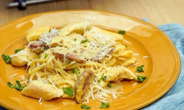 Espaguete com Frango e Linguiça