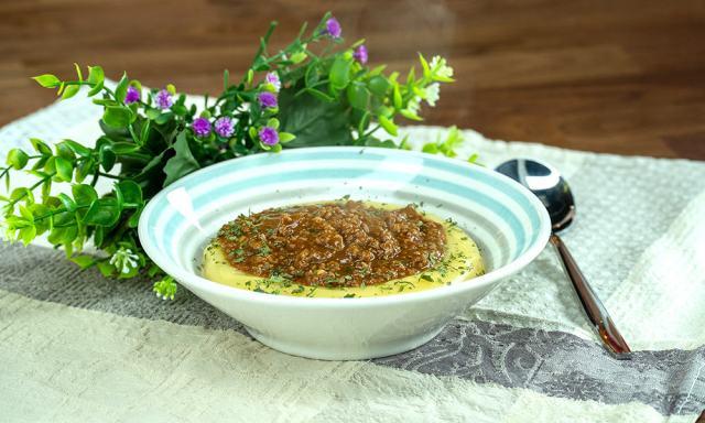 Carne moída com polenta
