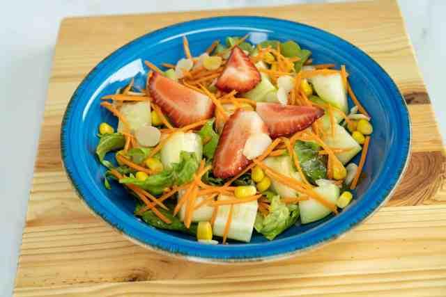 Salada de abobrinha com morangos