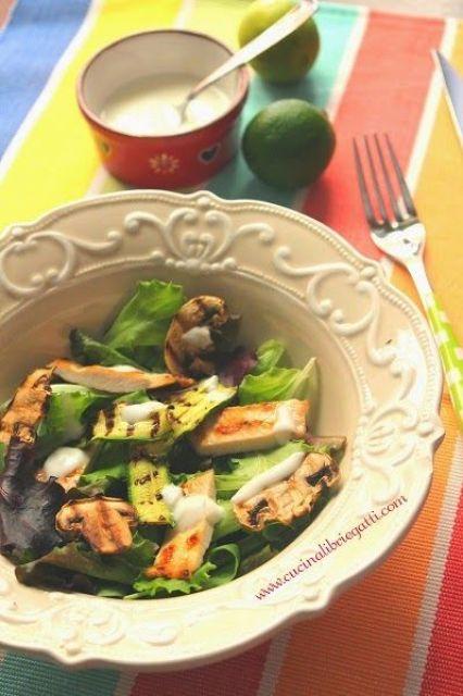 insalata di pollo e verdure grigliate con salsa allo yogurt ricetta