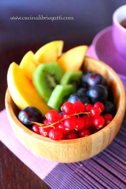 frutta fresca panini al latte colazione