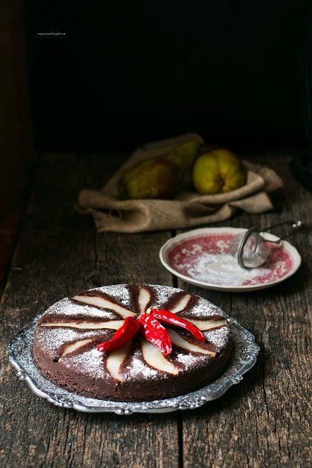 Torta rovesciata di pere e cioccolato al peperoncino