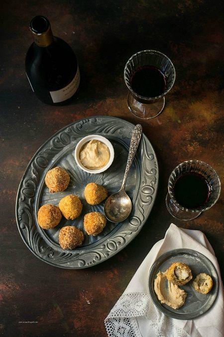 Crocchette di merluzzo e funghi con salsa ai ceci