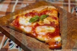 spicchio di pizza margherita con basilico e zafferano_da_raw