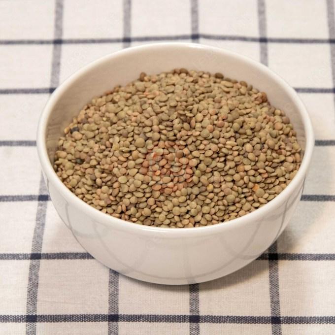 ciotola lenticchia per zuppa lenta di lenticchie
