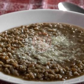 zuppa di farro in crema di lenticchie dettaglio