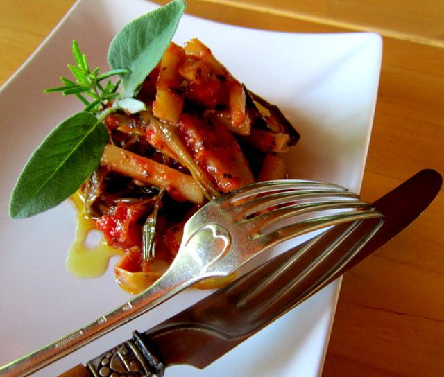 Scorzonera bianca, in toscana 'barbe di prete', verdura antica, rustica e saporita.