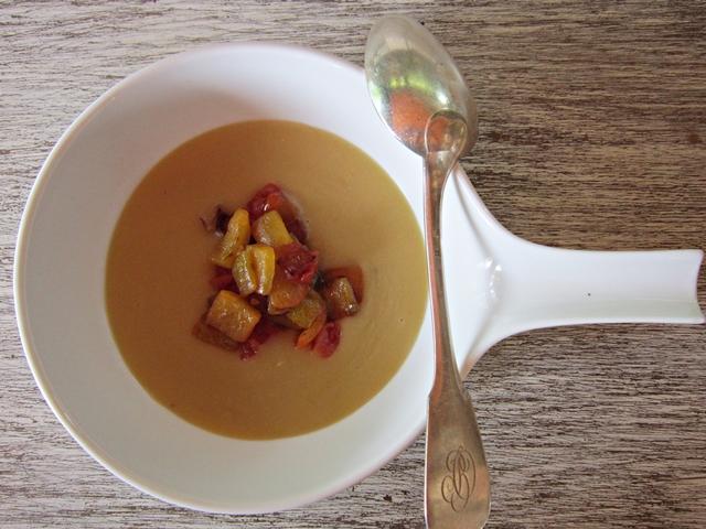 Minestra di ceci con peperoni, un primo piatto non banale