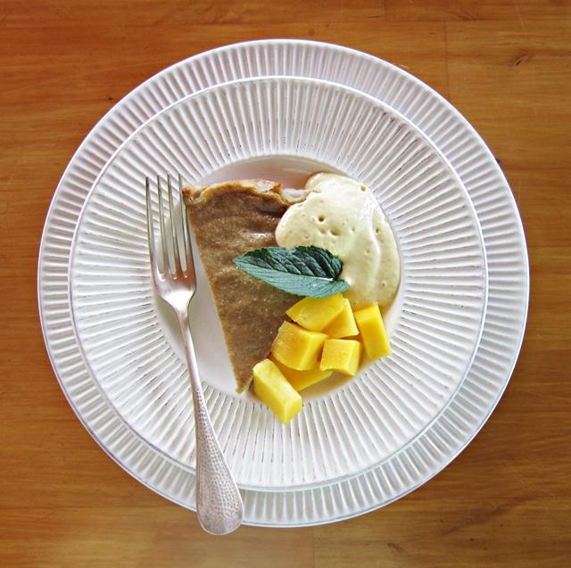 Mango e banana. Torta di mango e banana, con salsa di mango, un 'peccato veniale'